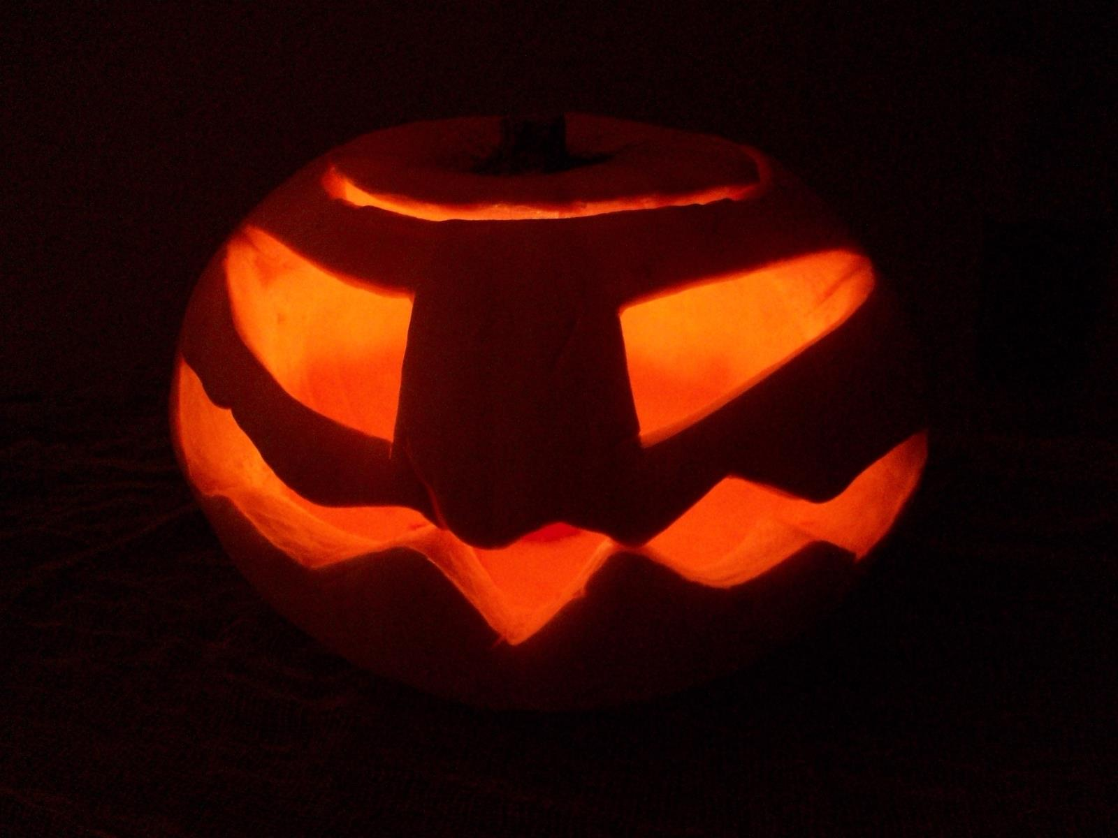 maidenhead pumpkin carver for halloween